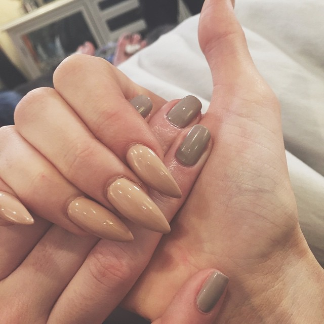 unhas da kylie jenner nude stiletto