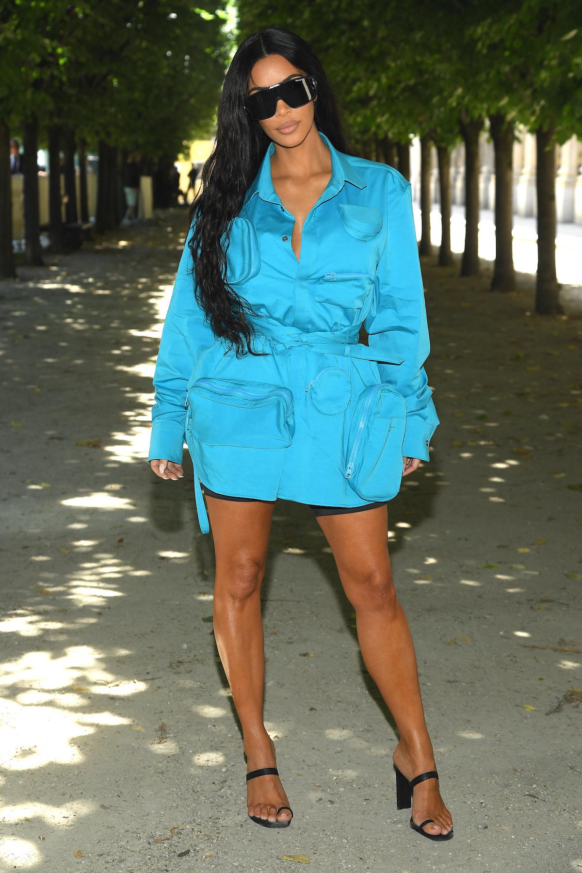 Looks com neon kim kardashian