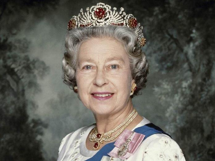 tiara de rubi da rainha elizabeth II simbolismo