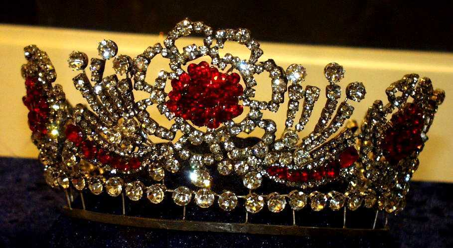 tiara de rubi da rainha elizabeth ii detalhes