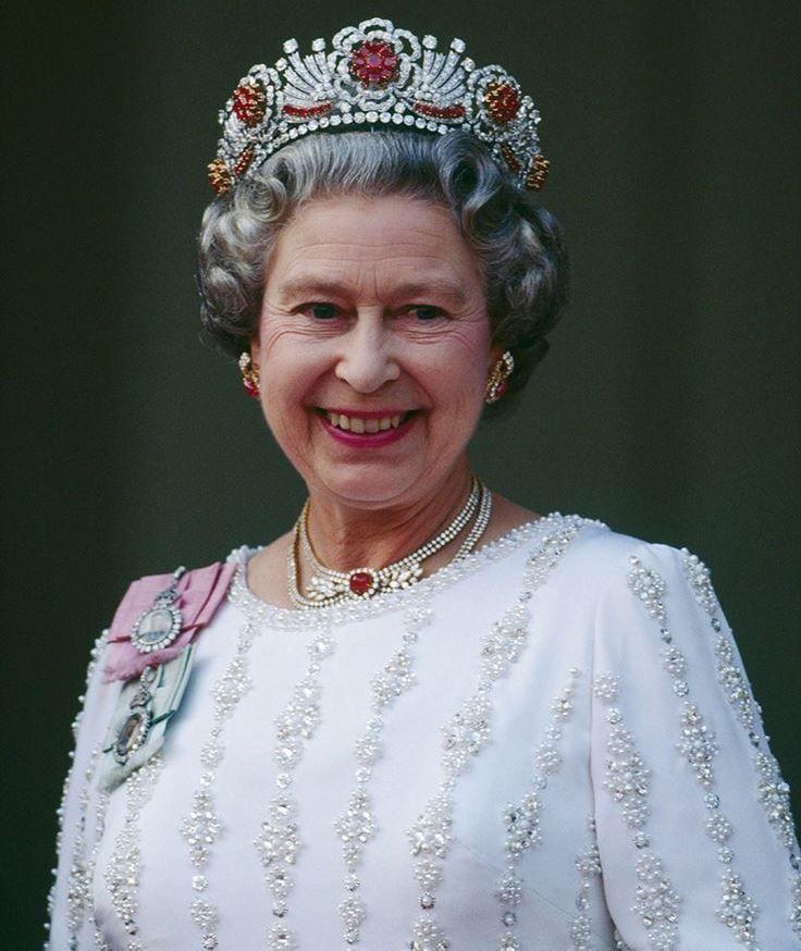 tiara de rubi da rainha elizabeth ii exclusiva