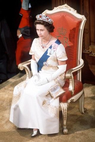 tiara de rubi da rainha elizabeth ii jovem
