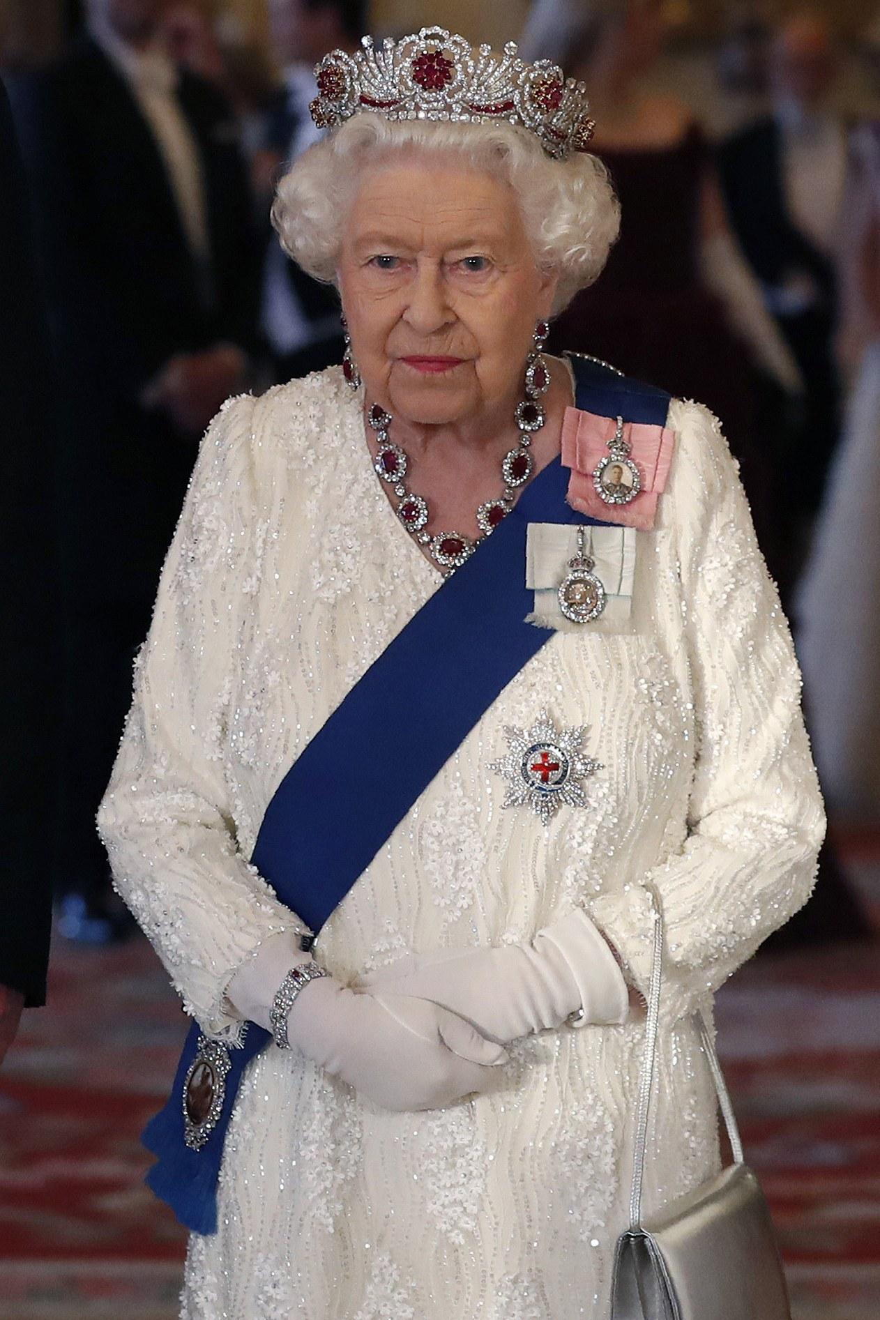tiara de rubi da rainha elizabeth ii