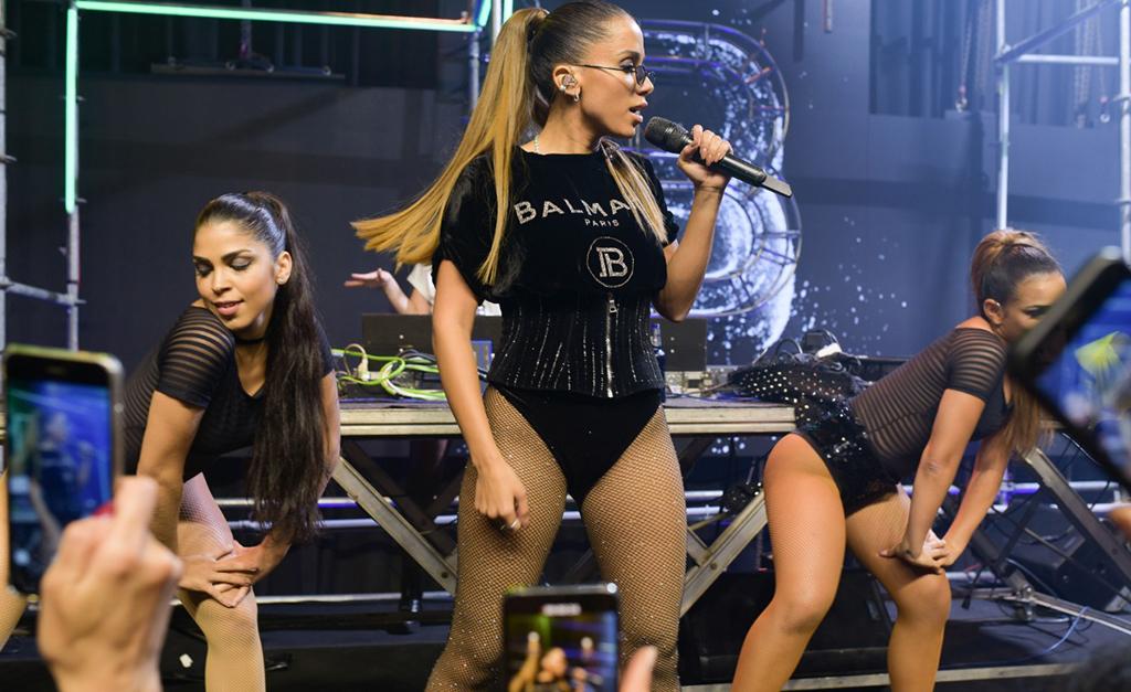 Anitta show balmain