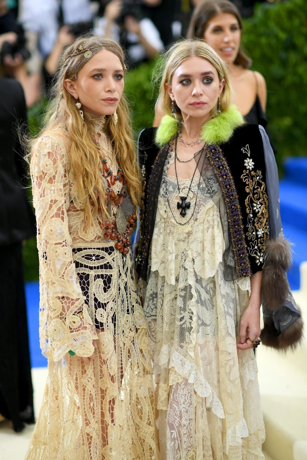 ashley e mary kate olsen irmãs famosas
