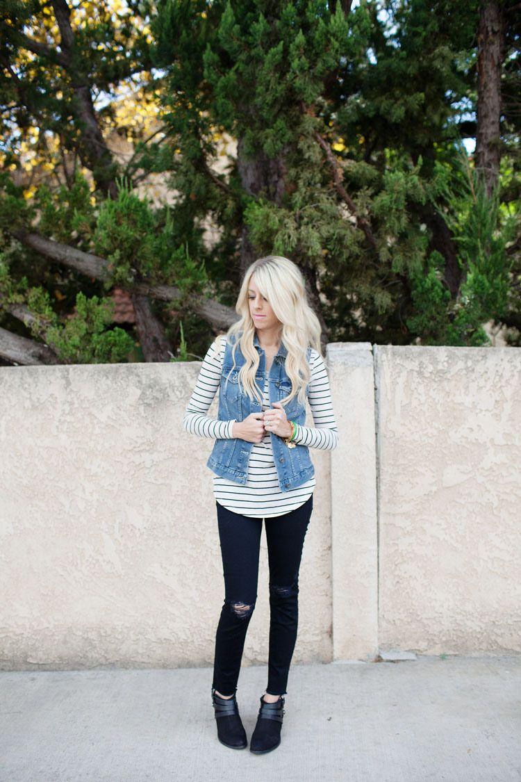 colete jeans com camiseta listrada