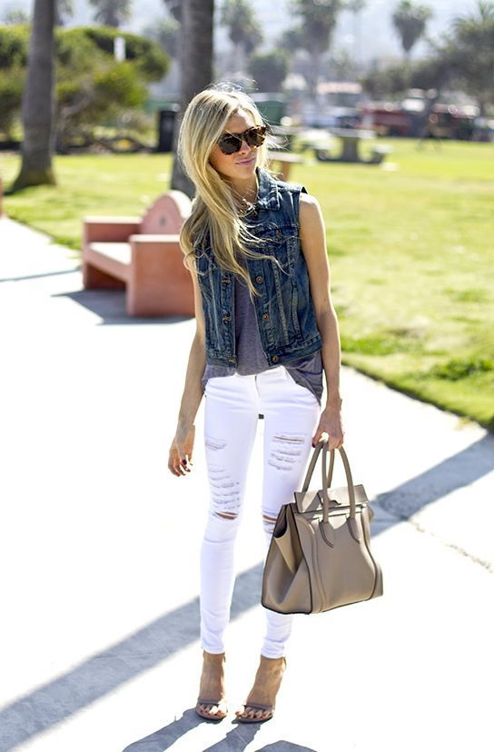 looks com colete jeans e calça branca