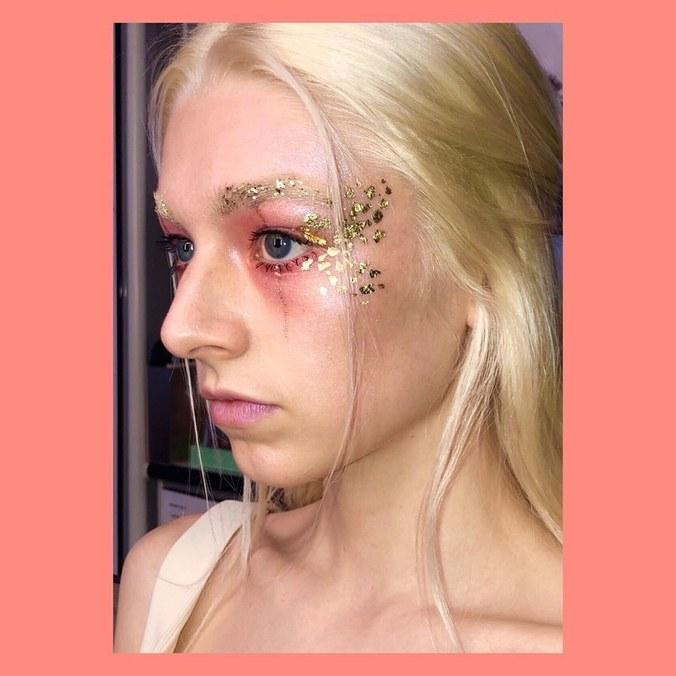 maquiagem de euphoria jules dourado