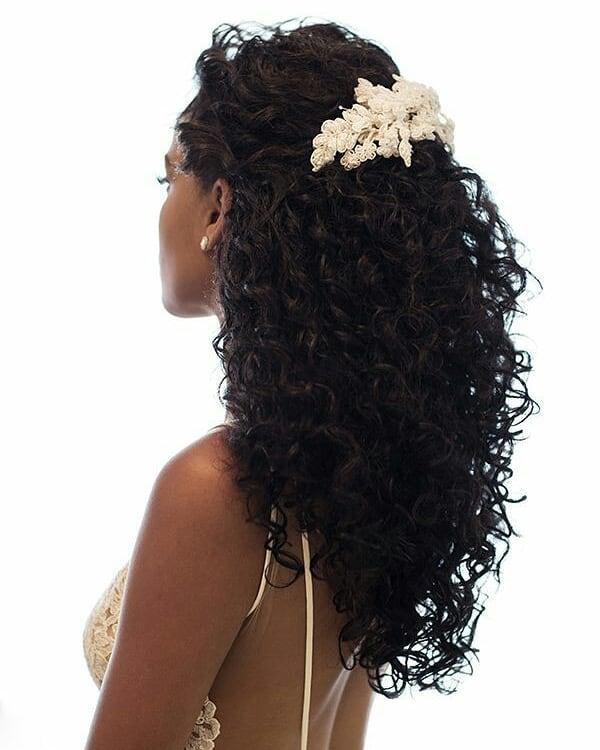 penteado de noiva cabelo cacheado solto