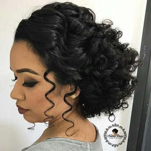 penteados para formandas cabelo cacheado 1
