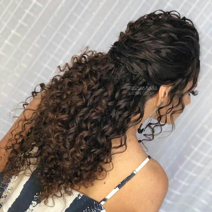 penteados para formandas cabelo cacheado 2