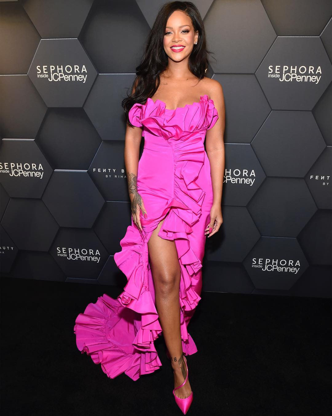 rihanna vestido longo rosa