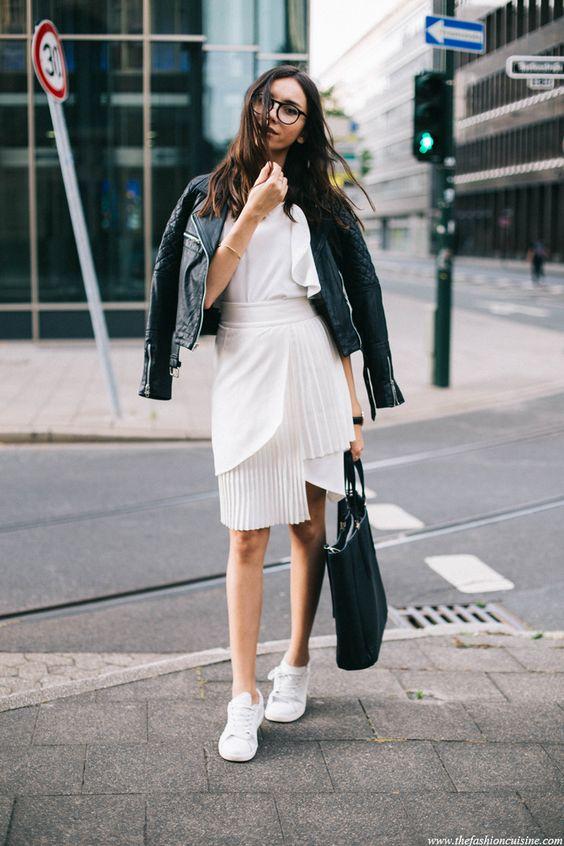 tenis branco com vestido branco