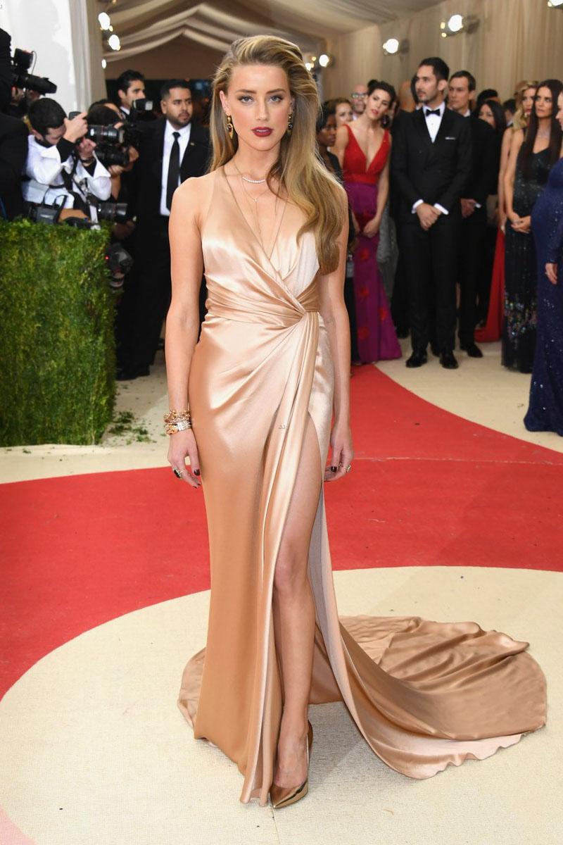 vestido de festa nude brilhante
