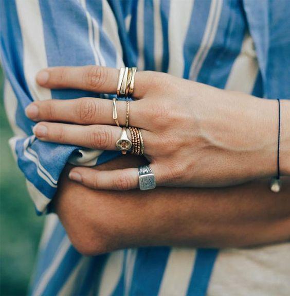 anel do dedinho com mais aneis