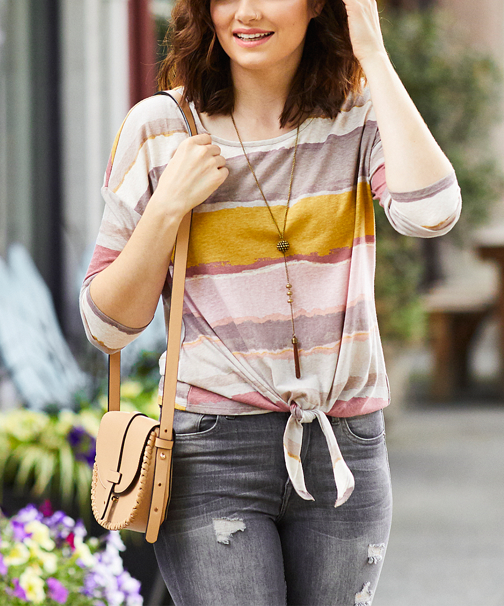 colar longo com camiseta colorida