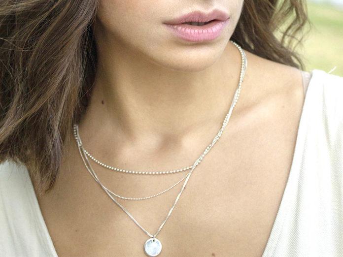 como usar joias delicadas de prata 925