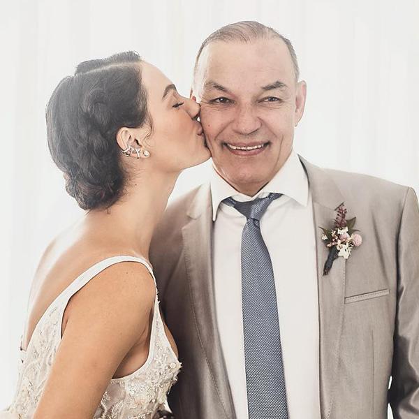 isis valverde casamento piercing