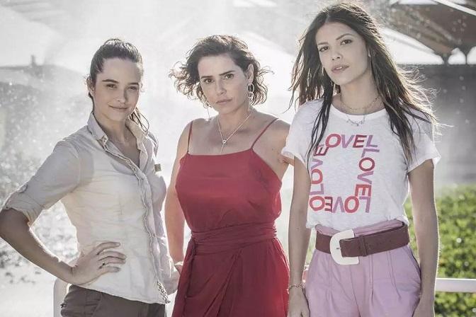 Luna (Juliana Paiva) / Alexia (Deborah Secco) / Kyra (Vitória Strada)
