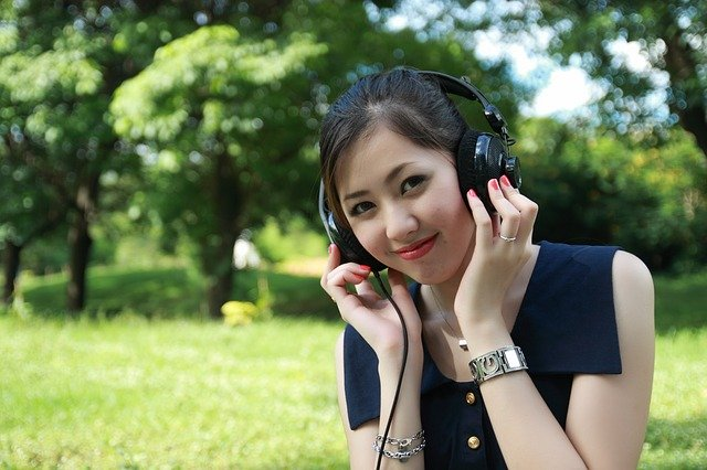 Adolescente no parque.