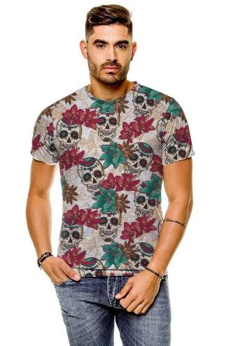 Modelo masculino usando blusa estampada
