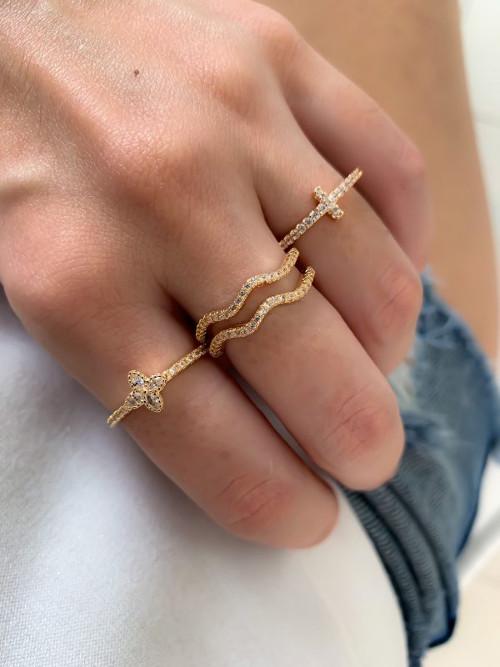 Modelo usando vários anéis dourados